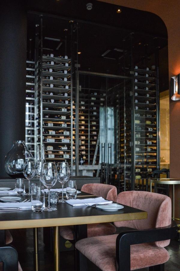 Weinregal Innenausbau Luxusrestaurant